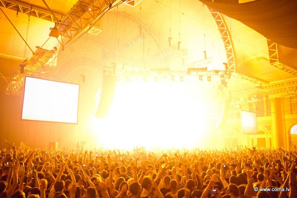 Photoreport: Swedish House Mafia UK Tour 2011, London — Backstage 25