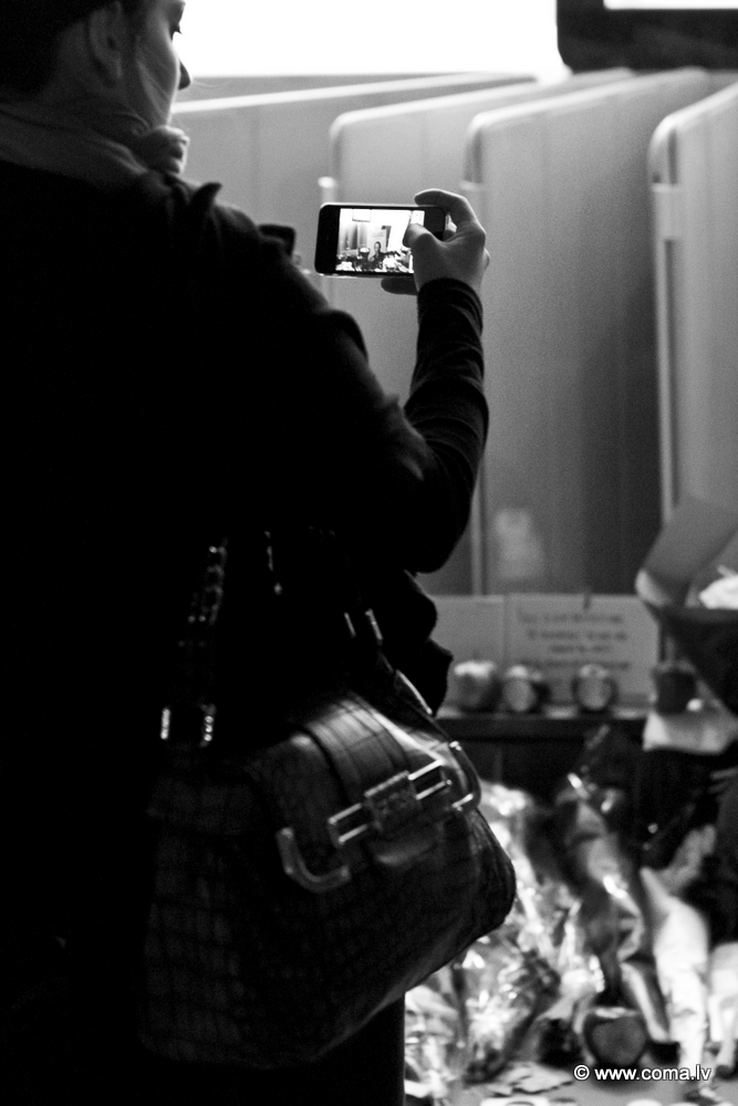 Photoreport: Apple Store in London on 6 October 2011 92