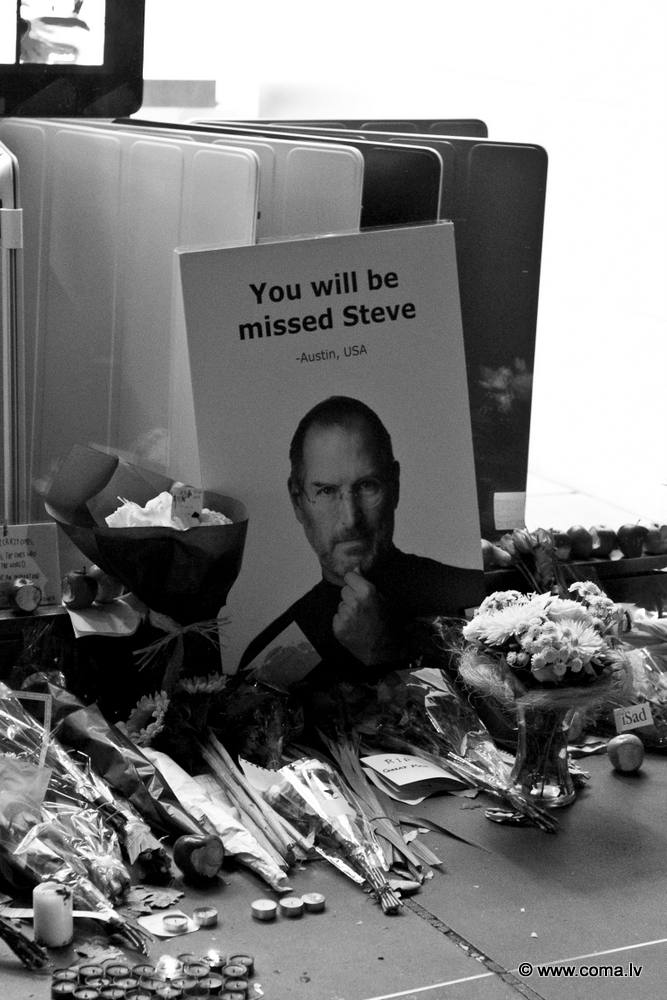 Photoreport: Apple Store in London on 6 October 2011 84