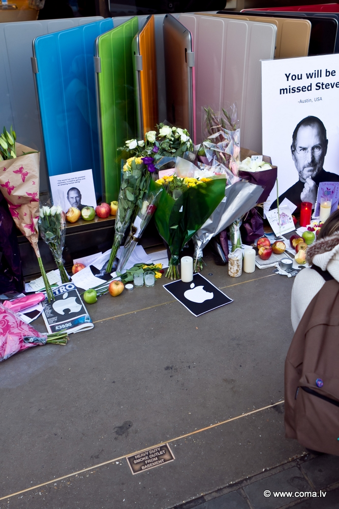Photoreport: Apple Store in London on 6 October 2011 99