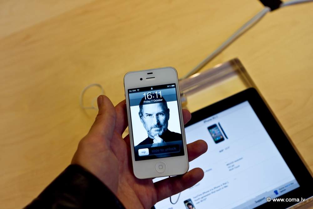 Photoreport: Apple Store in London on 6 October 2011 103